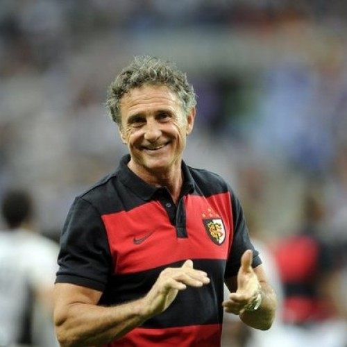 Guy Noves vicino alla panchina dell'Italrugby
